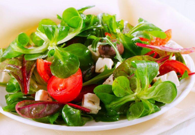 Салат оливки с сыром