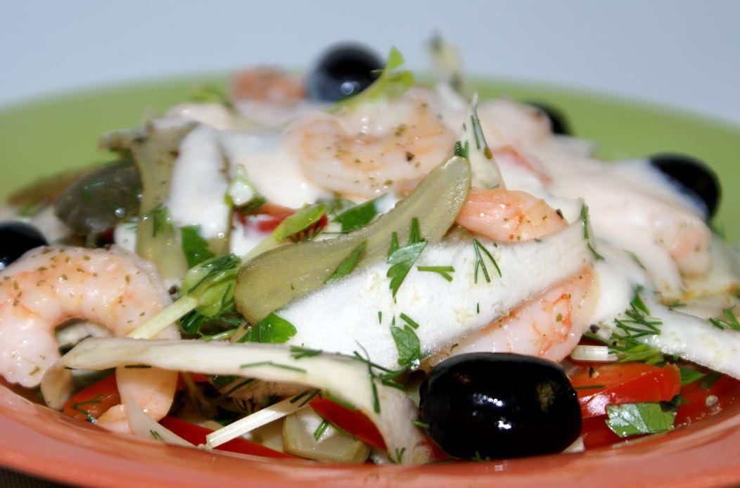 Салаты с рыбой и морепродуктами фото